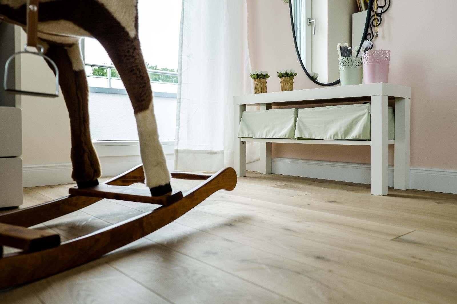 parkett im kinderzimmer mark wrobbel gmbh bodenbel ge. Black Bedroom Furniture Sets. Home Design Ideas